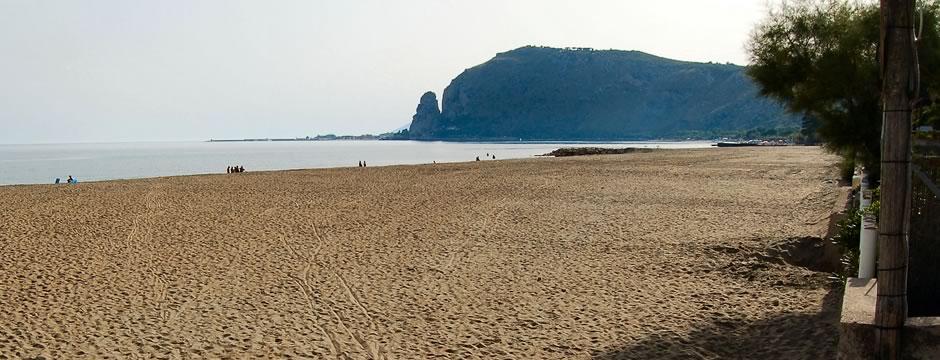 IL MARE >> Una favolosa spiaggia privata con accesso diretto dal camping